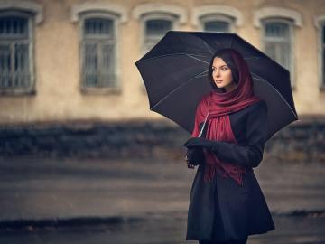 一个人下雨天无助的心情说说 最卑贱不过感情,最凉不过人心
