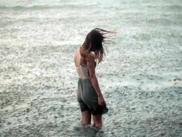 下雨天的心情说说句子 因为太在乎,所以才会痛