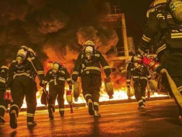 向可爱可敬的消防官兵致敬的祝福说说