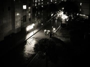 一个人下雨天想哭的心情说说语录