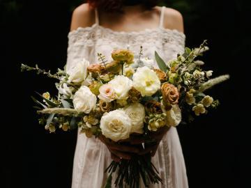 低调宣布结婚的短语:终于可以挽着你的手,去敬各位来宾的酒