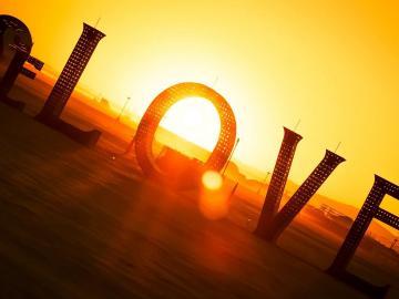 爱情交友宣言 唯有爱不可辜负