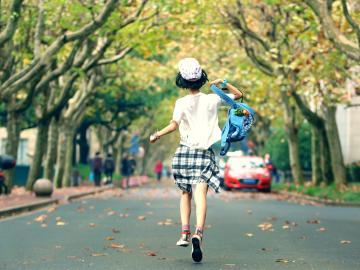 不想上网课想学校开学的心情说说 想念校园里转角给人惊喜的美景