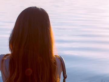 心痛到窒息的伤感句子  你是我患得患失的梦,我是你可有可无的人
