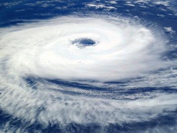 关于刮台风的心情说说