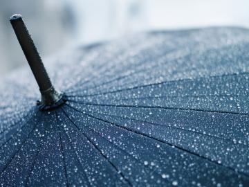 一个人好累适合下雨天发的朋友圈心情说说