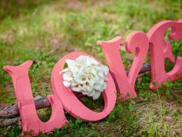 美好的爱情句子  我顺着地轴的方向,只为走到你的心里