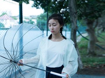 下雨天的心情说说 :淋过雨的空气,疲倦了的悲哀