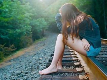 关于爱情的伤感句子 你转身的一瞬,我萧条的一生
