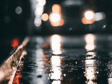 下雨天深夜丧到你哭泣的心情说说 句句戳心窝