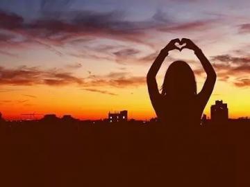 平淡而幸福的句子  总有一句触动你心灵