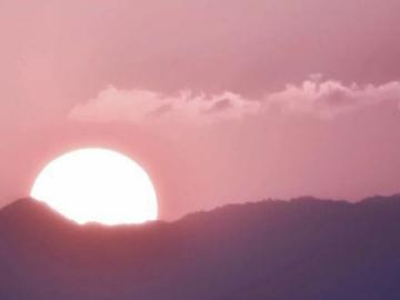 世界上最温柔的神仙文案  夕阳总会落在你肩上 你也会快乐一场
