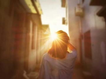 分手后让人红了眼眶的伤感句子 爱是悲的开始,悲是爱的结束