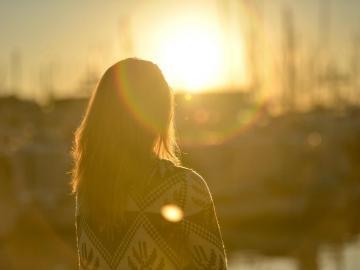经典伤感说说带图 爱情只是因为寂寞