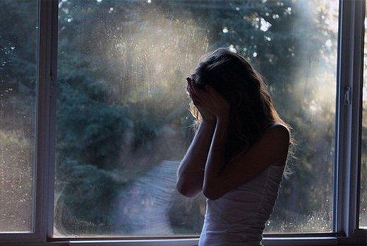 情侣失恋痛苦的伤感个性签名说说 时间让我忘了你的脸,却忘不了那些爱恋1
