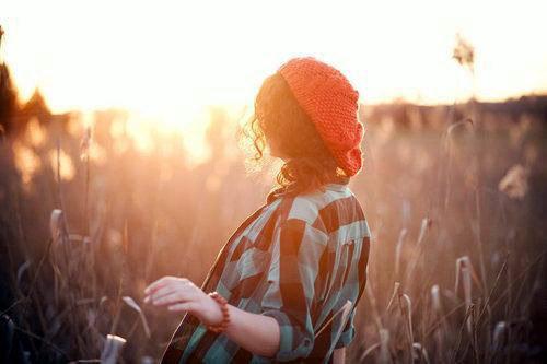 表达伤感想念的说说心情短语 人生无须惊天动地,快乐就好