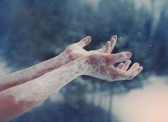 情感纠结的说说心情短语 现实、让我煎熬在噩梦里
