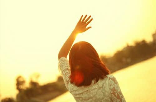 早安温馨的句子 和阳光的人在一起,心里就不会晦暗
