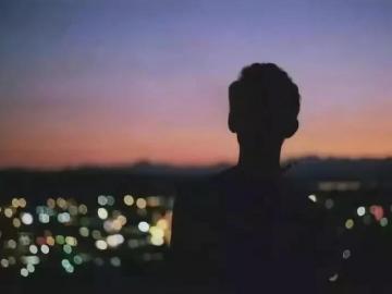 晚安伤感说说的心情句子 晚安触动心底的句子
