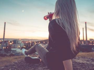 女生喝醉了的说说:抽烟的人有故事,喝酒的人有心事