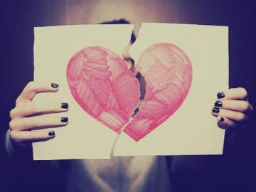 心碎至绝望的特性签名 何必让两个相爱的人越爱越陌生