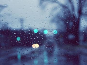 下雨天的心情感悟說說  起風的日子學會依風起舞
