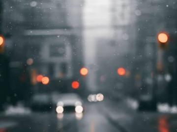 下雨天看着窗外的伤感心情说说