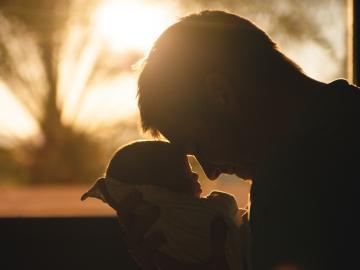 父爱如山,连绵而伟岸的父亲节温暖祝福语