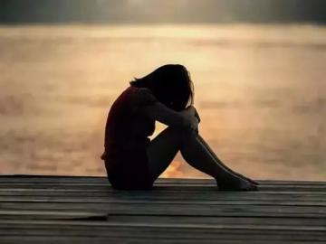 夜深人静泪崩的伤感说说:你喝的好醉,眼角都是泪