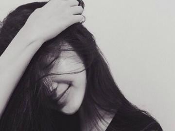 一个人深夜发圈睡不着的伤感说说 人人都笑你活该孤独凄凉,没人懂得你的情长