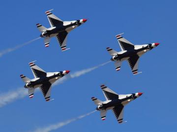 赞美空军飞行员的说说 赞美蓝天守卫者