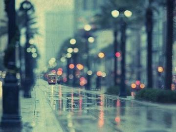 下暴雨的心情说说  挑不下雨出门的我,显的格外高贵