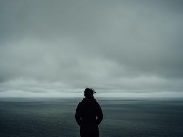 压抑憋屈的伤感语录 听闻爱情,十人九悲
