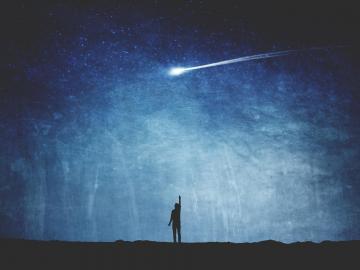 一个人深夜里难过拥抱自己的心情说说