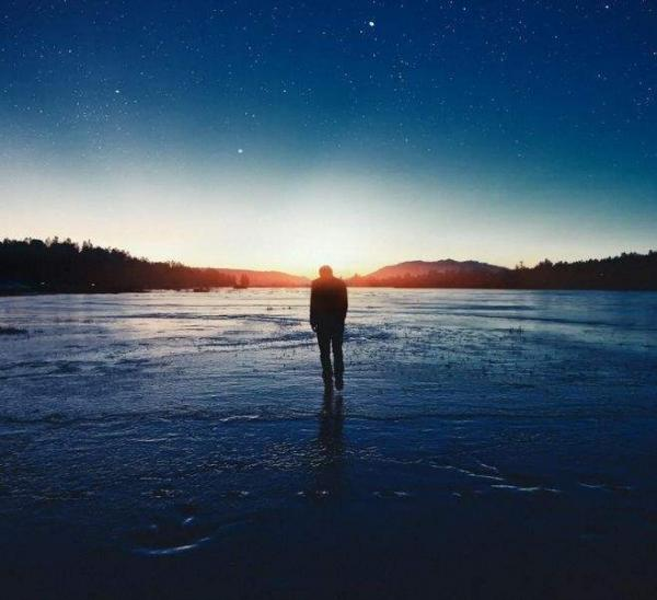 唯美孤独寂寞个性签名 等待着被懂得是一种孤独