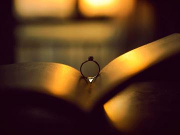 感到失落的伤感爱情语录 所有的悲欢起落,最终都要离场谢幕