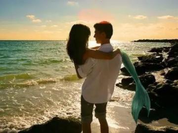 20句适合发说说的唯美爱情句子 陪你把思念熬成拥抱