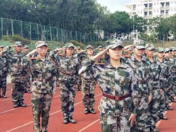 九月开学季新生军训的心情说说 军训就是一个让人减肥的日子